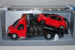 Flatbed transporter mit Fiat 500 rot